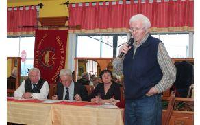 *Predsednik DU Vojnik Ivan Robačer je nagovoril udeležence občnega zbora.