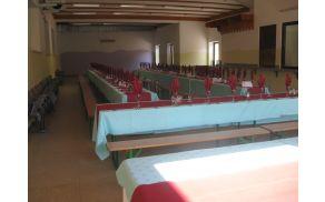 Dvorana pripravljena na pogostitev. Foto: Aleksander Štrukelj