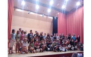 Udeleženci poletne šole  na zaključni prireditvi, foto: arhiv OŠ Kanal