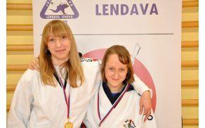 Eva (na levi) s sotekmovalko
