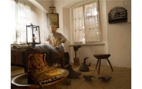 Čevljarska zbirka v Tržiškem muzeju