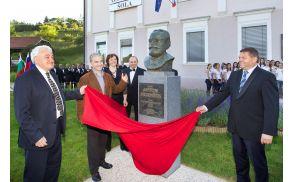 * Najslovesnejši trenutek - odkritje spomenika prof. Antonu Bezenšku