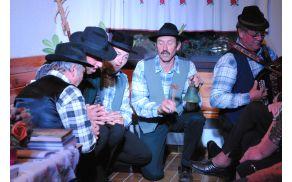 Fantje z Graške Gore pojejo pesem Lansk' leto sem se oženil