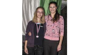 Vita Slak in Anita Švajger, članici Atletske sekcije Vrhnika sta si na zimskem državnem prvenstvu delili drugo mesto v skoku v višino.