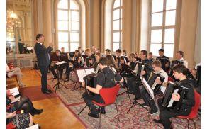 Harmonikarski orkester na koncertu v Primacialni palači; foto Andrej Kellenberger