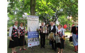 Joškova banda na mednarodnem folklornem festivalu.