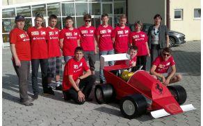 Ekipa pred odhodom na tekmovanje.