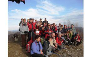 Na razglednem prvem vrhu Kobalovih planin smo naredili skupinsko sliko.