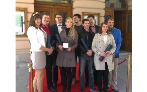 Od leve proti desni: Marta Vrankar, Matic Kašnik, Matic Brdnik, Tabita Jerant, Aljoša Merljak, Tadej Pavlič, Andraž Lečnik, Pia Mikolič in Aleš Kobe (foto: Pavel Pavlič)
