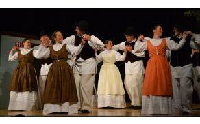 Spogledljivi prekmurski plesi so kot nalašč za lepe začetke v dvoje.