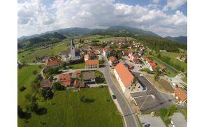 Pogled na Novo Cerkev iz druge perspektive (Foto: Janez Pogorevc)