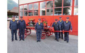 Gasilci veterani PGD Preddvor z obnovljenim vozom (foto Media butik)