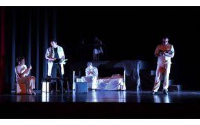 Gledališka predstava Veliki briljantni valček v izvedbi Mkud Kobarid. Foto: Gal Stergar