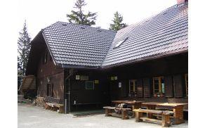 Obnovljena streha na koči v Grohotu pod Raduho