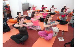 Naučite se zaporedja vaj hormonske joge za domačo vadbo.