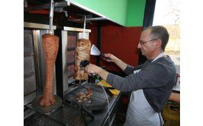 Kebab je glavna specialiteta.