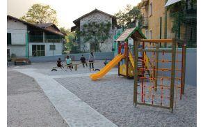 Športno in otroško igrišče v vasi Svino.