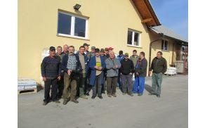 Člani Lovske Družine Dobrnič pred pričetkom akcije