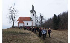 Od cerkvice sv. Uršule naprej po grebenu Polhograjske Grmade (foto. Sonja Zalar Bizjak)