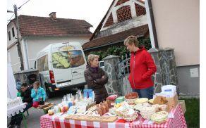 zanimive izdelke so ponujali člani VDC Nazarje (foto: Marija Šukalo)