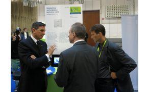 Predsednik Borut Pahor je z zanimanjem prisluhnil inovatorju mag. Marku Čenčurju, avtorju zmagovalne inovacije letošnjega Slovenskega foruma inovacij. Arhiv: SPIRIT Slovenija