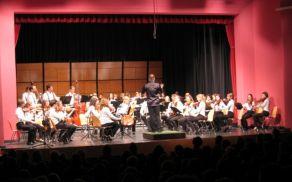 Mladinska filharmonija NOVA z dirigentom Simonom Perčičem Foto: Petra Paravan