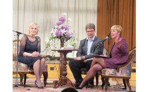 Marija Ahačič Pollak v pogovoru z dr. Rosvito Pesek in urednikom knjige
