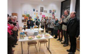 Po sv. daritvi so se sodelavci zbrali v Župnijskem domu in nazdravili srebrnemu jubileju dobrodelnosti