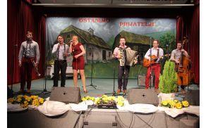 *Gostje prireditve - Ansambel Veseli svatje s pevko Anito