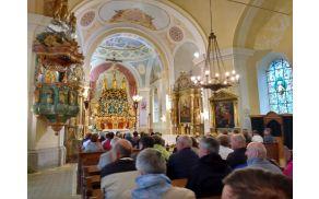 Notranjost cerkve na gori Oljki.