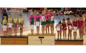 Ekipa 1 mlajših deklic na najvišji stopnički zmagovalnega odra