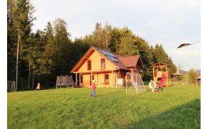 Montessori pedagogika velik poudarek daje naravi. Cilj je, da imajo otroci lastne vrtiček, pa tudi živalice.