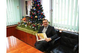 Župan občine Lukovica s koledarjem za leto 2015