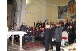 Združeni zbori pod vodstvom Zdravka Lebana. (Foto: Tomaž Petarin)