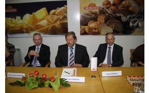 Dr. Danilo Zavrtanik, Ivan Vodopivec in David Nabergoj ob podpisu pogodbe