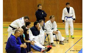 Tekmovalci JK Duplek spremljajo dvoboj Gorišnica – Sankaku  (foto : Peter Brumen)