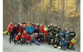 Udeleženci vaje nesreča v gozdu 2015