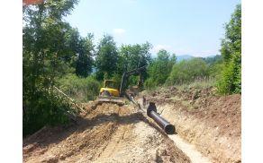 Gradnja kanalizacije v Sebenjah.