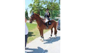 Klavdija Winder Pantner je s konja otvorila Katrco 08.