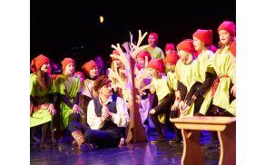 Prizor iz letošnje otroške opere z naslovom Kaznovana radovednost. Foto: Janez Kotar