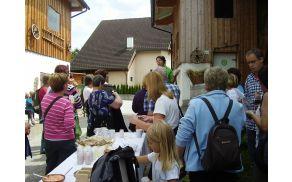 Kmetija – prodaja mlečnih izdelkov (foto: Marija Komat)