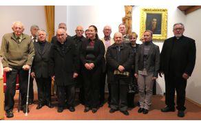 Ekipa uglednih strokovnjakov, zaslužnih za izid spominske knjige Marija v leščevju