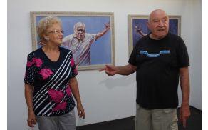 Milojka in Anton Nanut komentirata slikarkino delo. Foto: Toni Dugorepec