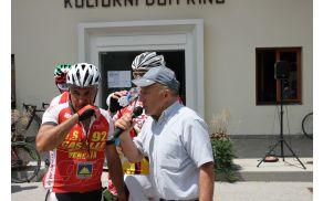 Kolesarje je v imenu KK Soča Kobarid in Občine Kobarid pozdravil Pavel Sivec. Foto: N.H.I.