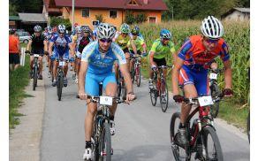 Start kolesarjev na tradicionalno pot proti Strnadovem travniku