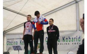 Kolesar Matic Veber na zmagovalni stopnički.