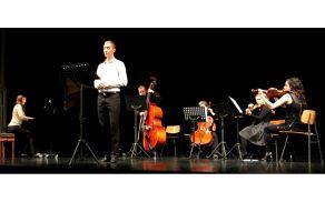 Utrinek s koncerta v  vrhniškem Cankarjevem domu