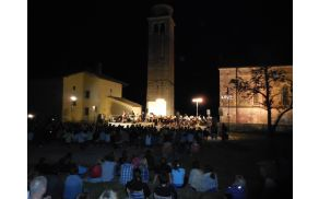 Koncert ob breginjski cerkvi.  Foto: N.H.I.