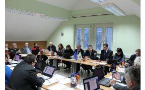 Seja Občinskega sveta, na kateri se je obravnaval program varnosti.