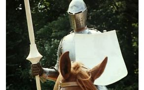 Prizor iz otvoritvenega filma Lancelot du Lac (1974).